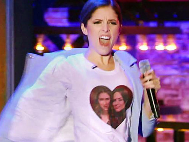 Anna Kendrick lip-syncs to 1D