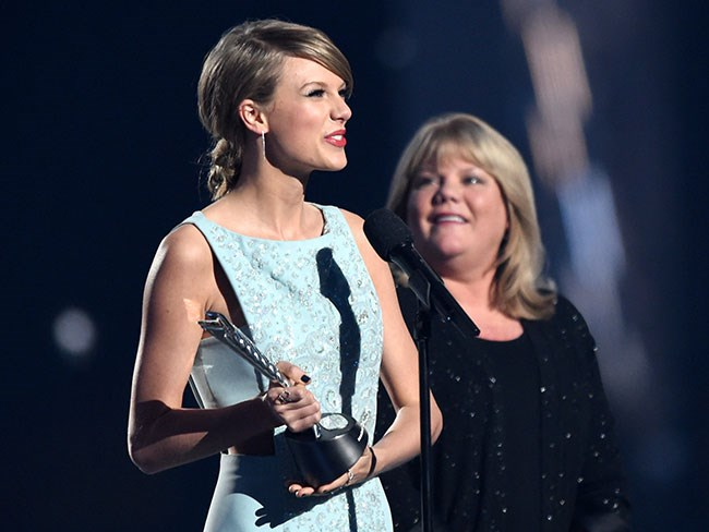 Taylor Swift's mum gives heartwarming speech at the ACM Milestone Awards