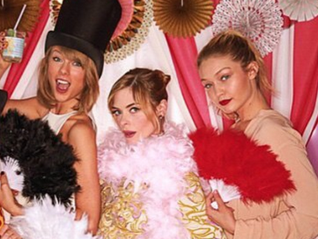 Taylor Swift throws the most epic baby shower for Jaime King