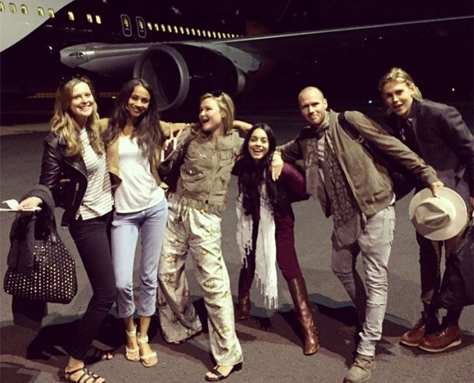 "Vanessa Hudgens and her bae Austin Butler just went on an African safari (we must've missed the memo, damn!) and their photos are TDF. 'Nessa shared this snap and wrote: ""#SQUAD About to slay some scotch smoked salmon in flight menu on point @misssophiedickens #SophieLyndon2015."" Well, V, if your aim was to give us FOMO, you've nailed it..."