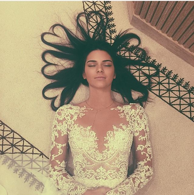 Kendall Jenner started a crazy beauty trend with her most-liked instagram photo