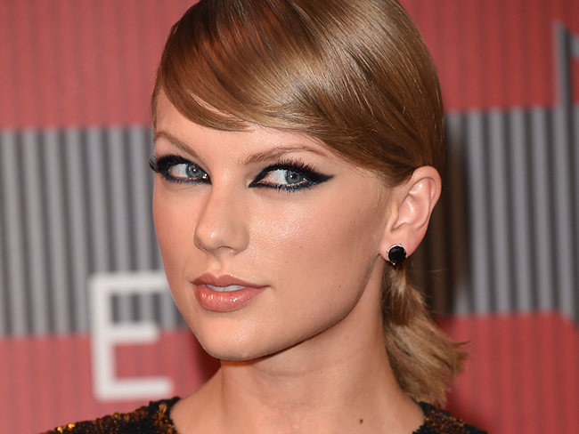 Taylor Swift's rep has responded to claims she farted at the VMAs