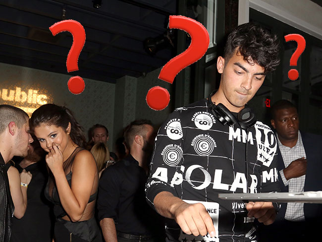 What is going on in this MTV VMAs after party photo?!