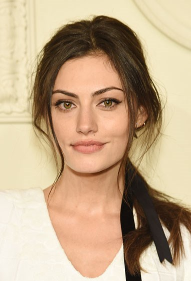**Phoebe Tonkin's elegant low pony** Start off with a spritz of dry shampoo or texture spray for a volume boost, then tie off your hair in a low pony at the nape of your neck. Add in a few extra waves if you wish and you're done. #BABEIN