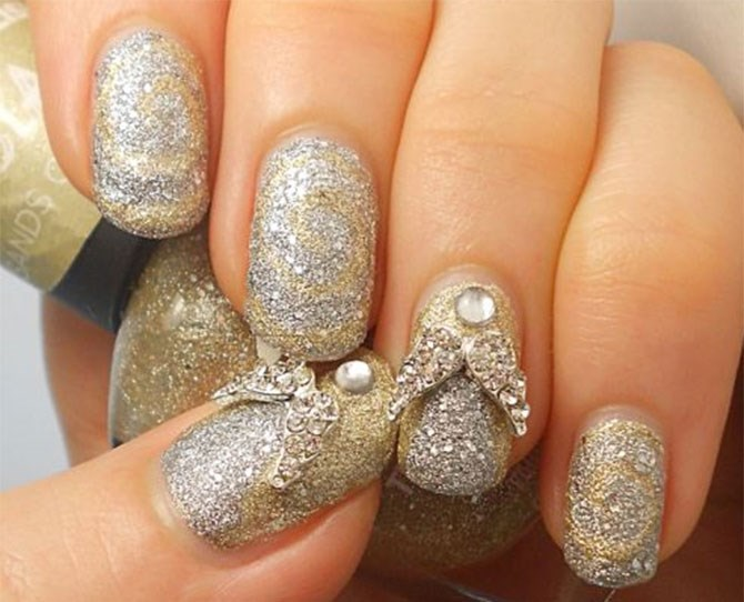 These sparkly Christmas angel-inspired nails will have you feeling all sorts of holy these holidays.