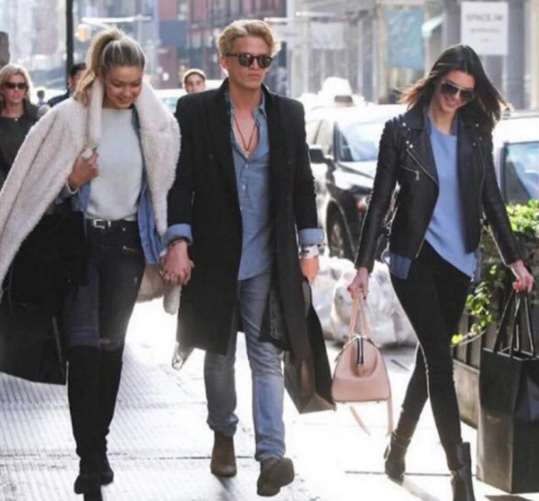 Exhibit A with Gigi's then-boyfy Cody Simpson.
