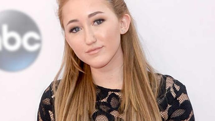Noah Cyrus releases her first debut song