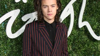 The internet is attacking Harry Styles for this outfit