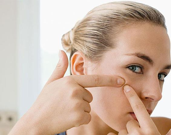 Pore vacuum sucks blackheads right out of the pores