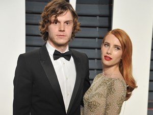Evan Peters and Emma Roberts' cute Oscars date night