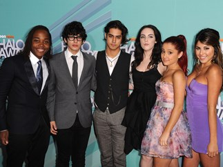 The cast of 'Victorious' rally around Ariana Grande after Manchester attack