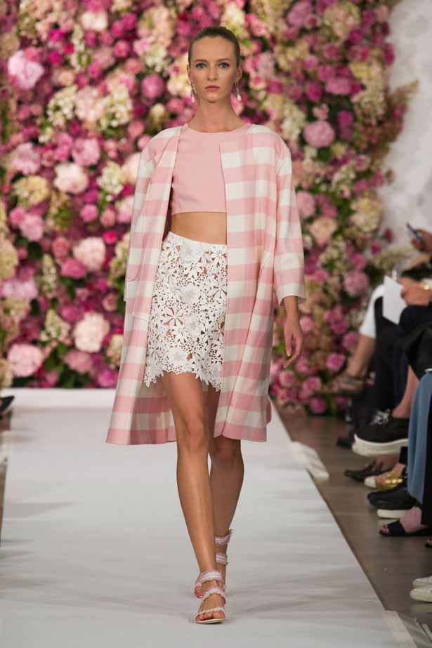 <strong> Designer: </strong> Oscar de la Renta <br> <strong>Collection: </strong> Spring/Summer 2015 <br> <strong> Location: </strong> New York Fashion Week