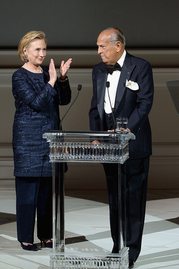 Hillary Clinton, a long time friend of Oscar de la Renta, presents the designer with the CFDA Founder's Award in 2013
