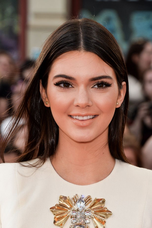 Bold lashes and a peachy lip glam-up Jenner's casual brushed out straight hair.