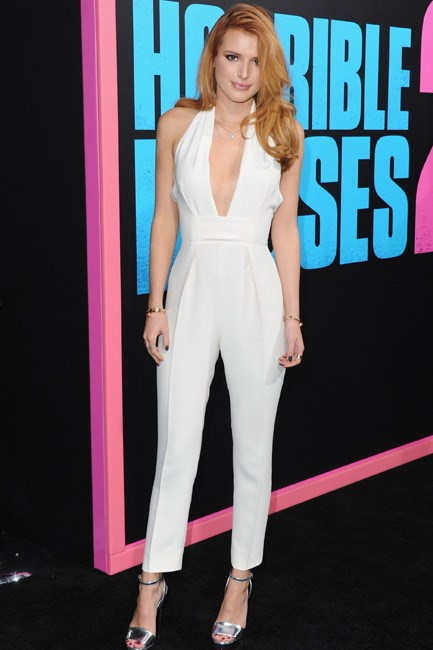 Neat tailoring met some serious skin-showing details (deep V-neck and backless) in Bella Thorne's Gucci getup – the perfect combination of sexy and well-suited.