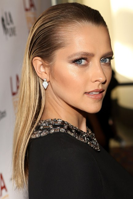 Teresa Palmer's long locks were glamourously divided: lacquered up top and loose down the bottom.