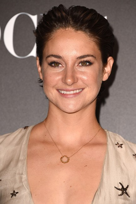 It's like she put a touch of gel her in hands, ran them through her hair, and ended up like this. Verdict? Top of the crops, Shailene Woodley.