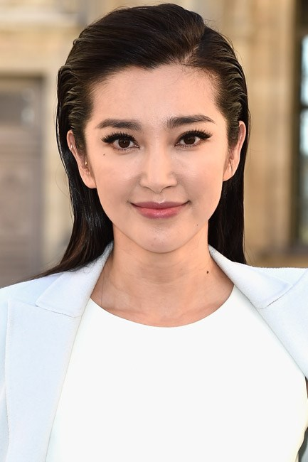 With just a touch of a side part and a wind-sweep vibe, sleek-met-soft with Li Bingbing's 'do.