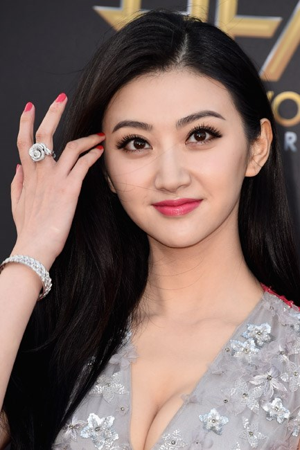 <b>A blooming ring</b><br> The budding style in rings is coming up roses (see what we did there?)! After a long time of fine jewellery dominating this space, statement finger-wear is <em>back</em>.<br><br> <i>Jing Tian in Dior</i>