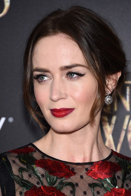 <strong>Eyeshadow + Eyeliner + Lipstick = Emily Blunt </strong><br><br> A cat's-eye with a ruby pout is the look we're lusting after.