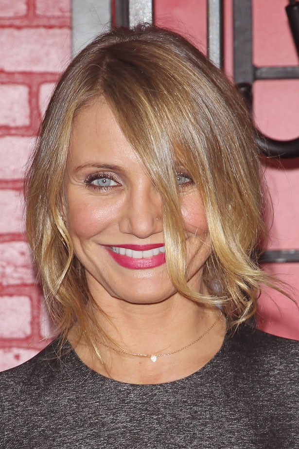 <p>Shimmery champagne shadow, a touch of mascara and a berry lip adds glamour to an undone bun.</p> <em>Cameron Diaz</em>