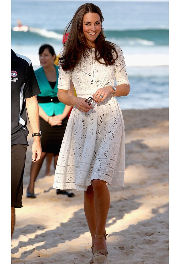 <strong>Royal wlecome</strong> <br>HRH Kate's trip Down Under reminds women everywhere the value of covering up on the sand. Flying the flag for Australian design, the Duchess of Cambridge dons a white broderie anglaise dress by Zimmermann. #elegance #style #wherecanwegetone <br/>