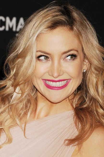 Undone tousled waves juxtaposed with a bold lipstick make the perfect pair. Exhibit A: Kate Hudson.