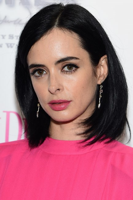 A bold colour next to noir locks—Krysten Ritter gave good pout.