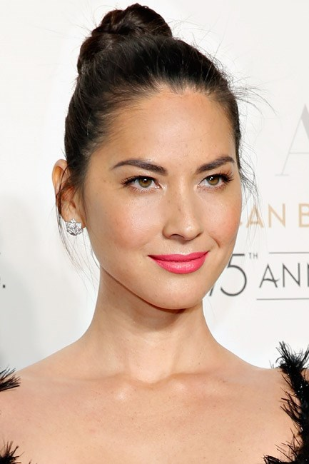 Olivia Munn paired her pout with a peachy glow and a top knot, and we want to follow suit.