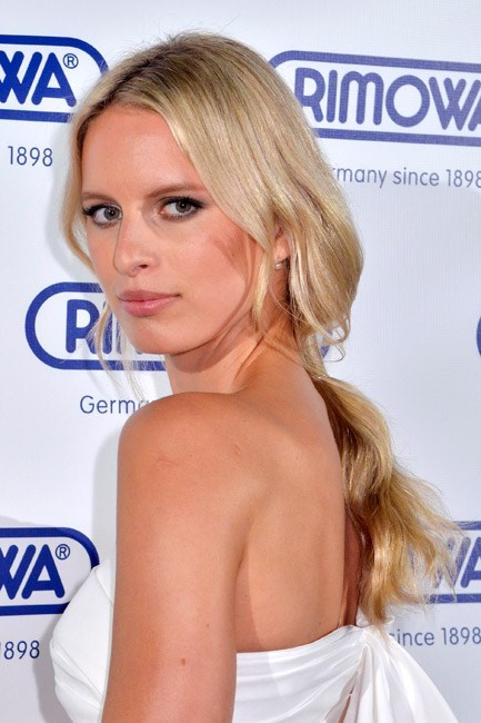 <strong>The Limbo Locks</strong><br><br> The question to ask yourself: How low can you go? Secure the ponytail (at least) a whole hand's-width away from the bottom of your neck to master this one.<br><br> <em>Celebrity muse: Karolína Kurková</em>