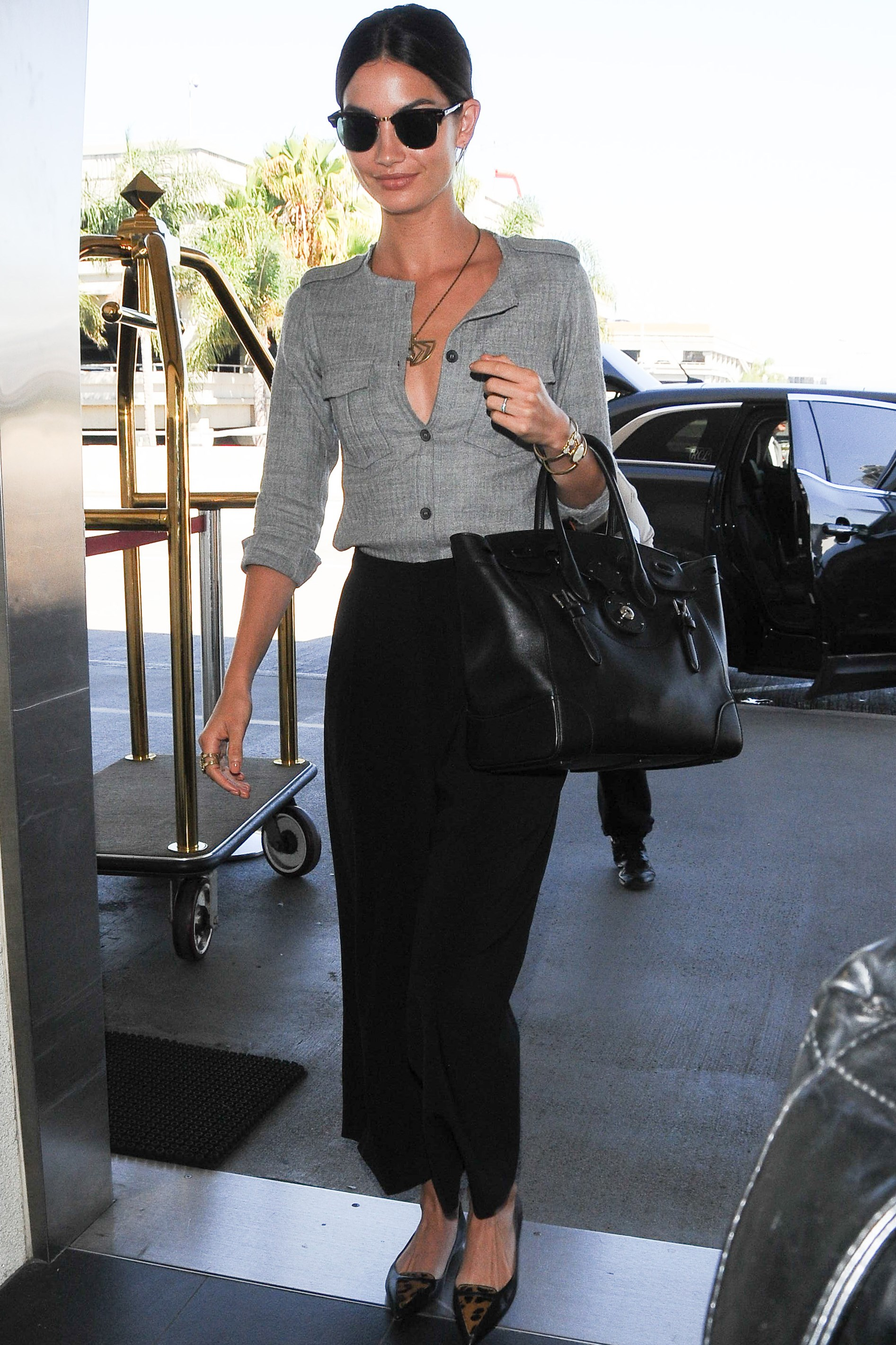 "<strong>Lily Aldridge</strong> <br> You don't have to forsake your personal style in the name of comfort - accessorise with beloved jewellery and chic flats. <br><br> <em>Related: <a href=""http://www.elle.com.au/news/celebrity-news/2014/12/need-to-know-lily-aldridge/"">5 things you need to know about Lily Aldridge</a></em>"