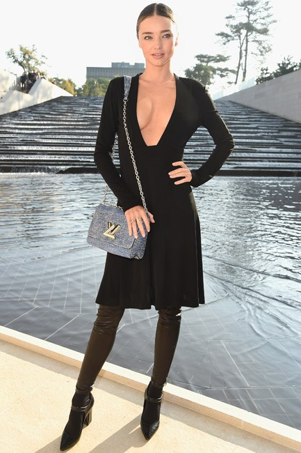 <strong>Miranda Kerr</strong><br> One hand on the hip <em>aaand</em> pout.