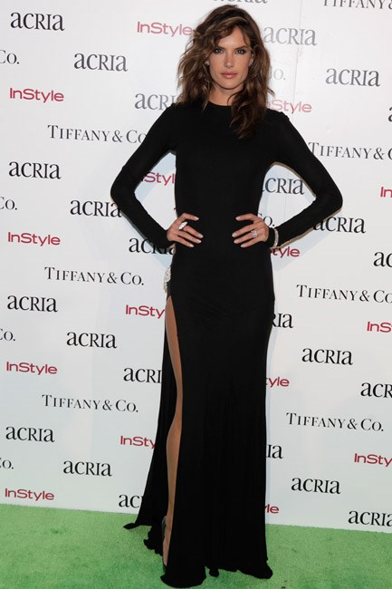 <strong>Alessandra Ambrosio</strong><br> Simple yet effective: both hands on hips.