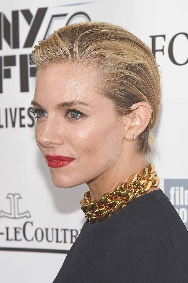 Debuting her latest cut, a chin length bob, the actress slicked it back and finished the look with a brick-red lipstick at the premiere of her new movie <em>Foxcatcher</em> in October  last year.