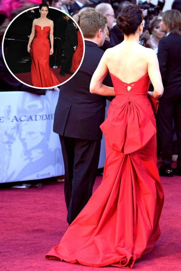 <p>SANDRA BULLOCK</p> <p>In Vera Wang at the 2011 Academy Awards</p>