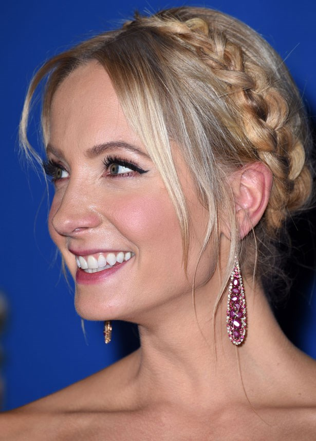<p><strong>Joanne Froggatt</strong></p> <p>The <em>Downton Abbey</em> star wore an ethereal milkmaid braid with face-framing wisps when she won the Best Supporting Actress award at the Golden Globes.</p>