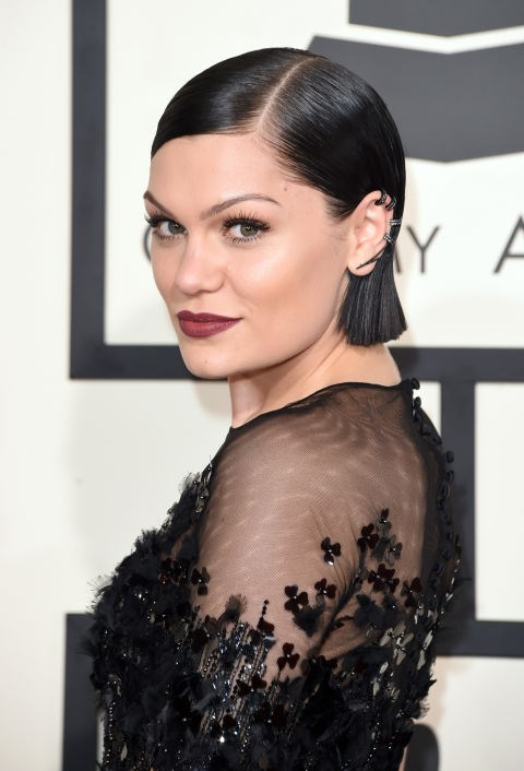 <strong>Jessie J</strong><br> The singer stuns with a short blunt bob and a deep berry lipstick. She seems to know the trick that when you're going with a bold lip, it's best to keep your eye makeup more understated.