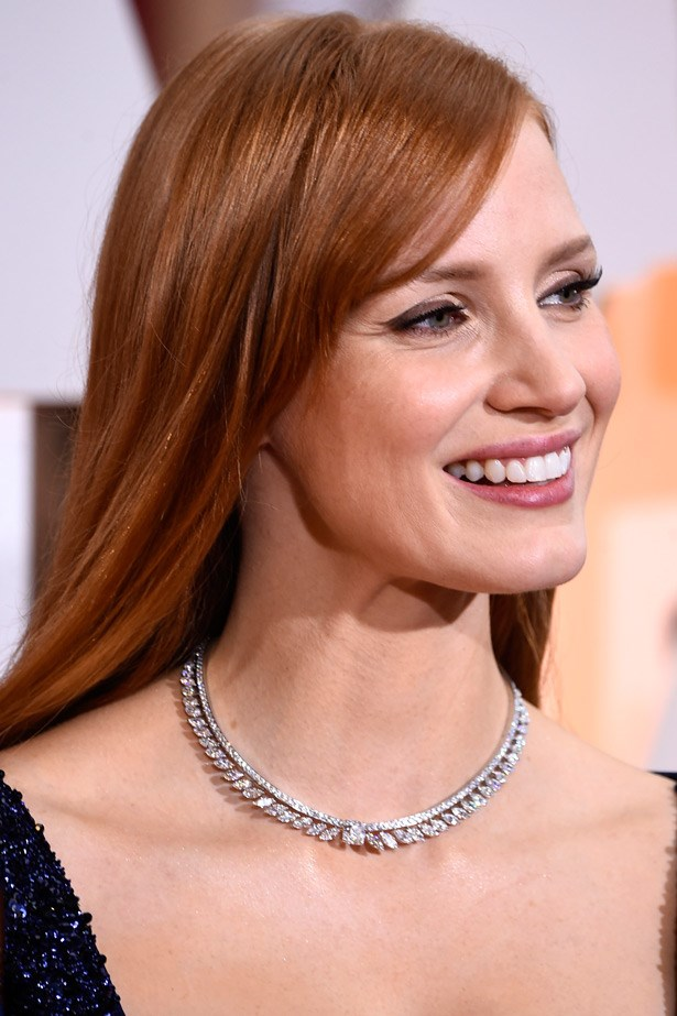 We love the way Jessica Chastain styled this very sweet necklace by Piaget with her Givenchy by Riccardo Tisci gown.