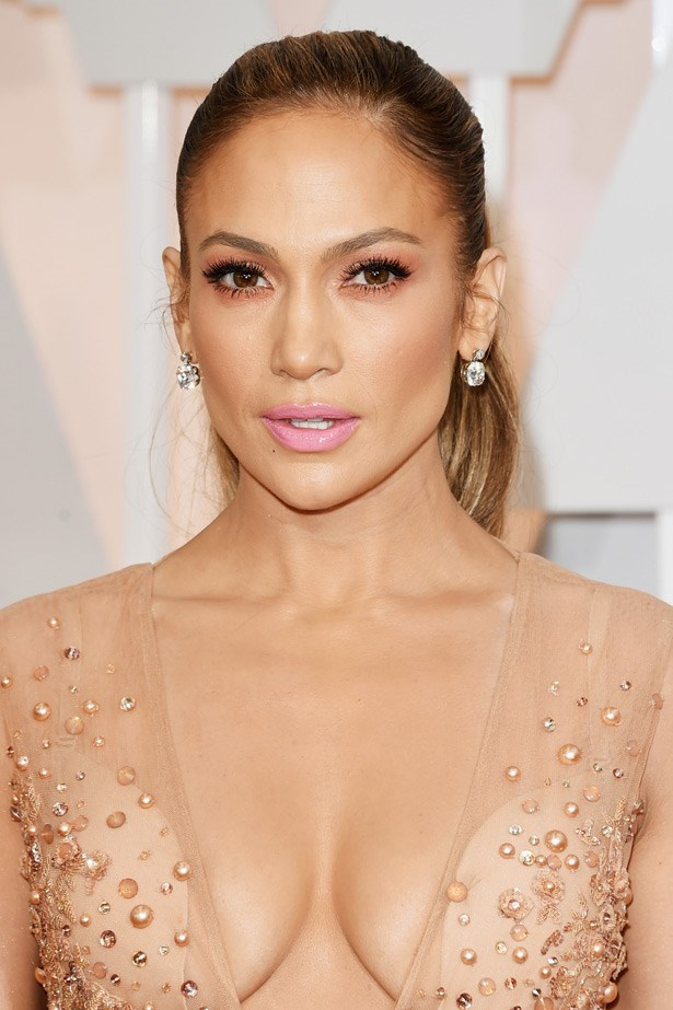 JLo kept her bling factor to a minimum with these beautiful Neil Lane earrings.