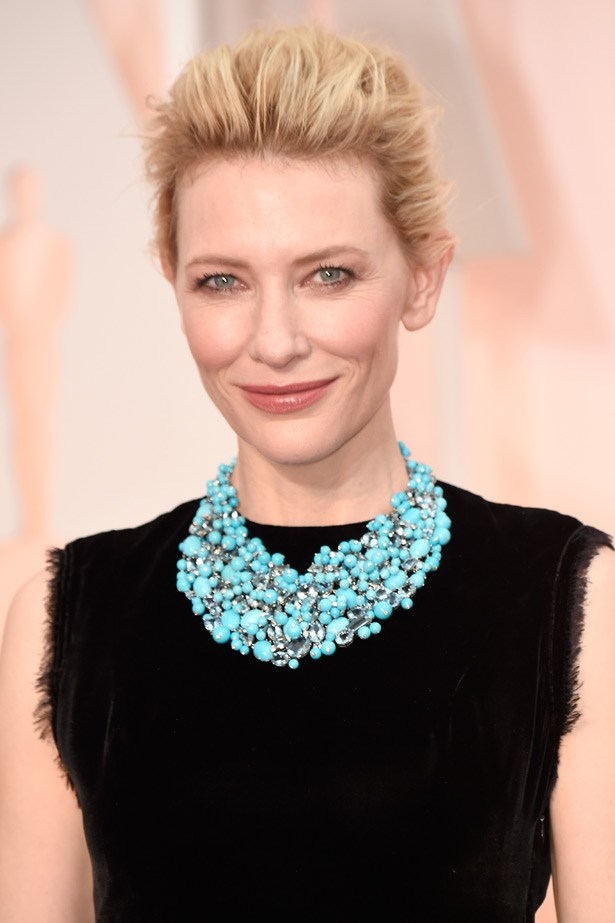 Never one to shy from colour, Cate Blanchett wore a turquoise, aquamarine and diamond bib necklace in platinum by Tiffany and Co.