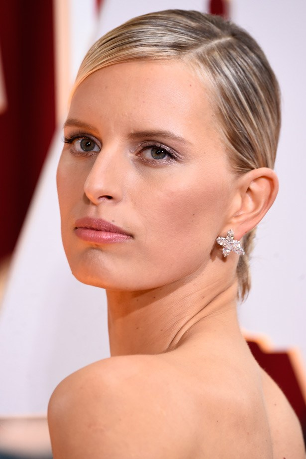 Supermodel Karolina Kurkova radiated in these floral-like earrings by Harry Winston.