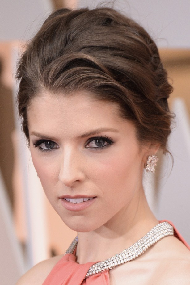 Not only is Anna Kendrick wearing the most delightful floral-shaped earrings, but she also accessorised the neckline of her Thakoon gown by threading through a five-row diamond necklace. All jewellery was by Normal Silverman.