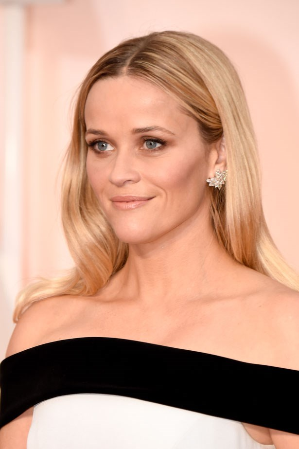 <p><strong>The Smoky Eye</strong></p> Reese Witherspoon wore a soft, brown look with smoked out shadow that extended under her lower lash line.