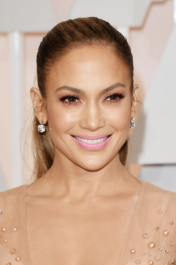 <p><strong>The Smoky Eye</strong></p> Jennifer Lopez had an unexpected smokey eye combination using black liner and pink shadow.