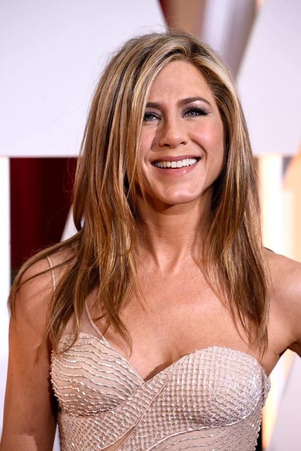 <p><strong>The Smoky Eye</strong></p> Jennifer Aniston used highlights on her brow bone to lift her classic smokey eye.