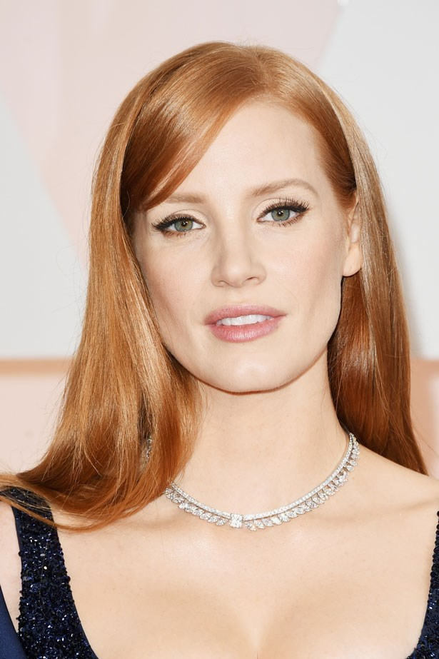 <p><strong>The Minimal Look</strong></p> Jessica Chastain nailed the bombshell look with sultry black liner and nude lipstick.