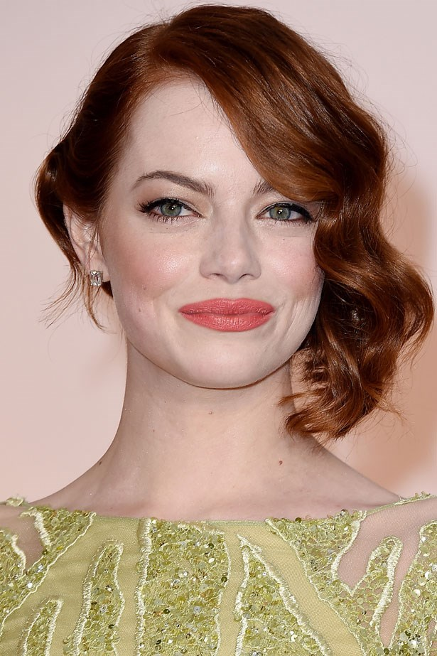"""Emma Stone's side swept dropped waves were very chic. I also loved her flawless make-up and gorgeous smile."""