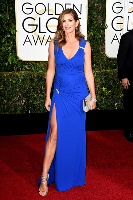 Cindy Crawford in Versace at the 2015 Golden Globes