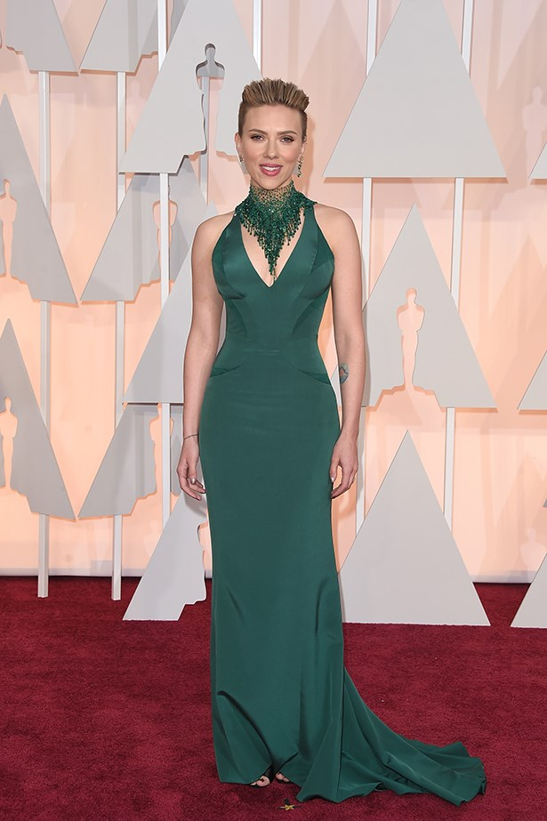 Versace: Scarlett Johansson at the 2015 Academy Awards