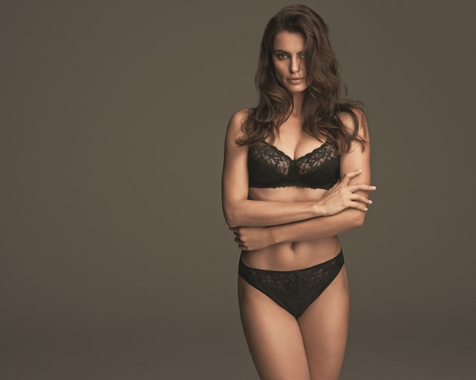 "Bestselling Bra <br/><br/> This bra is a customer favourite styled for a great shape and support. Channel an ultra-feminine look in delicate lace. <br/><br/> Click <a href=""http://www.marksandspencer.com/underwired-floral-jacquard-lace-non-padded-a-dd-bra/p/p22141333"">here</a> to buy now."